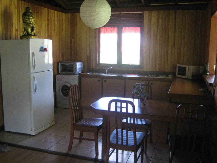 https://tahititourisme.de/wp-content/uploads/2017/08/Fare-Tiare-painapo-cuisine.jpg