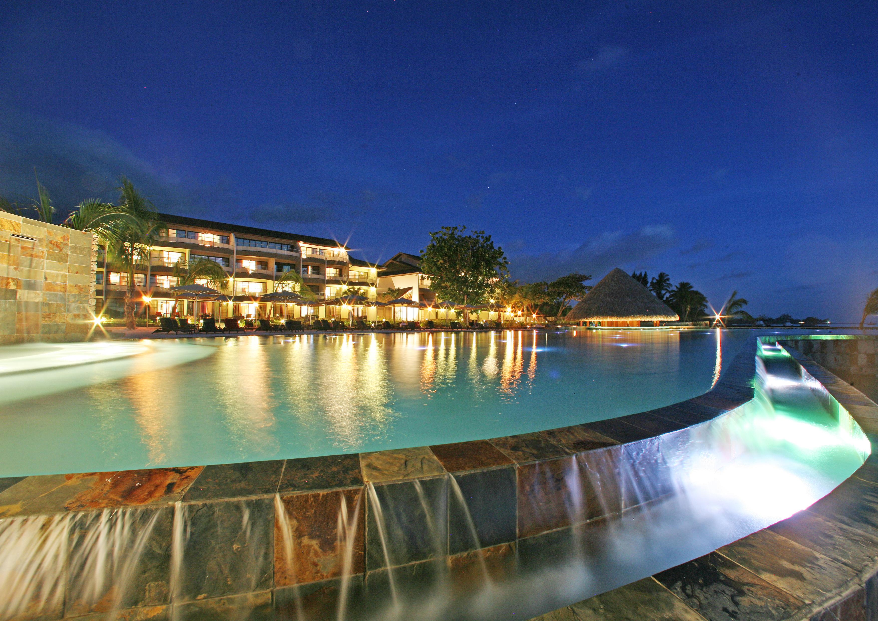 https://tahititourisme.de/wp-content/uploads/2017/08/HEBERGEMENT-Manava-Suite-Resort-Tahiti-1-®-GLB.jpg
