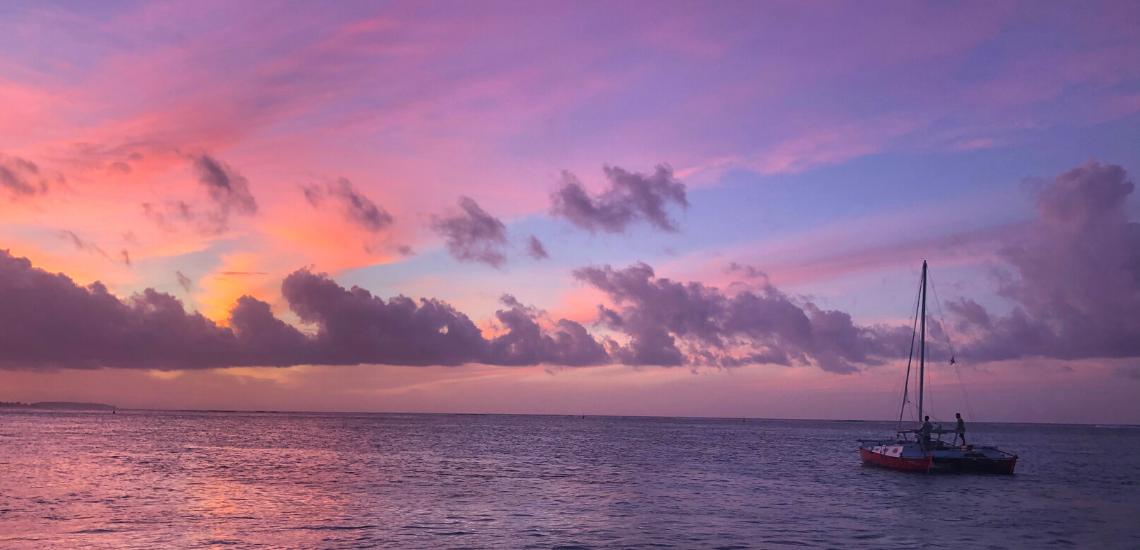 https://tahititourisme.de/wp-content/uploads/2017/08/voilamoorea_sunset_1140x550.png