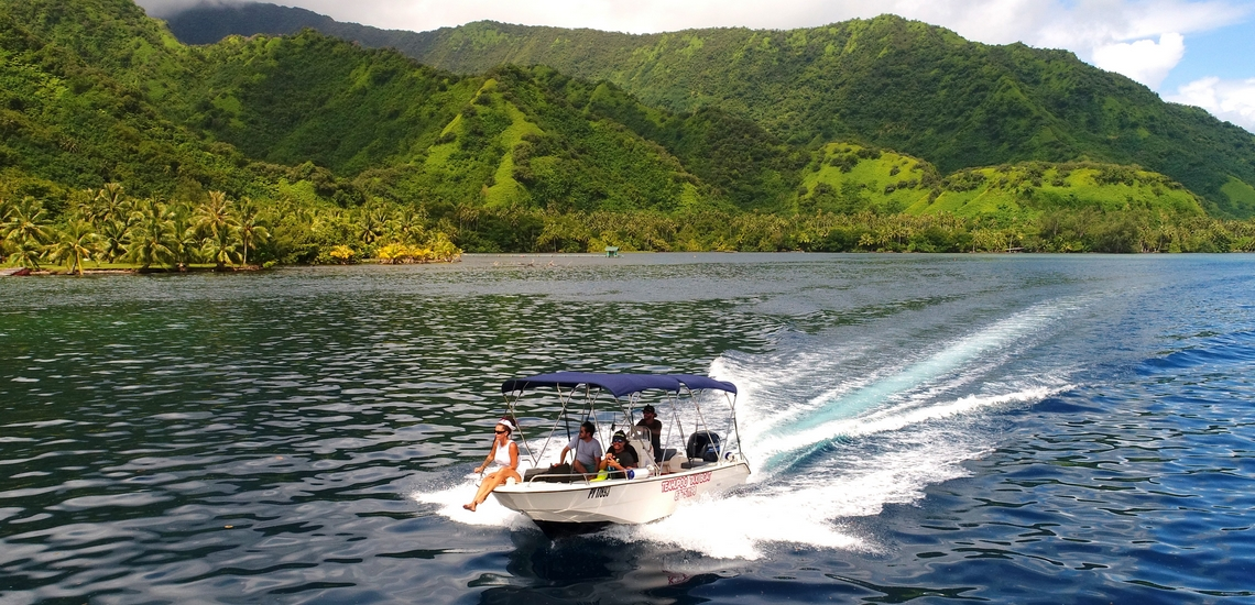https://tahititourisme.de/wp-content/uploads/2018/02/ACTIVITES-NAUTIQUES-Teahupoo-Taxi-Boat-1.jpg
