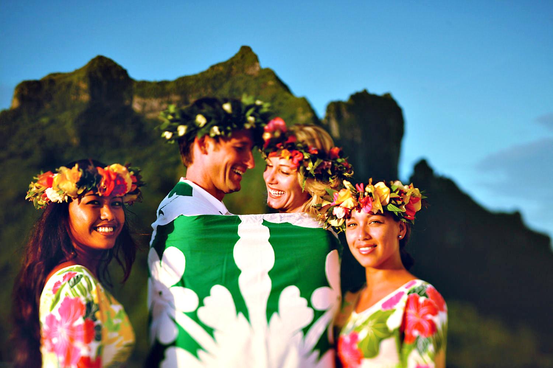 https://tahititourisme.de/wp-content/uploads/2018/03/Activities-Shore-Excursions-Wedding-Ceremony-Bild-1.jpg