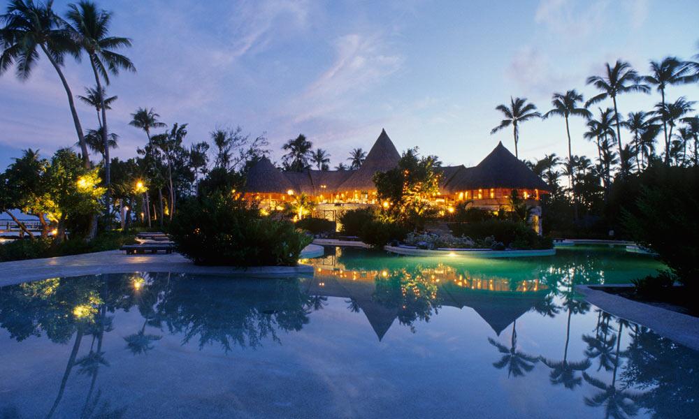 https://tahititourisme.de/wp-content/uploads/2018/03/BOBPBR_Resort_at_Night_1000x600_29546.jpg