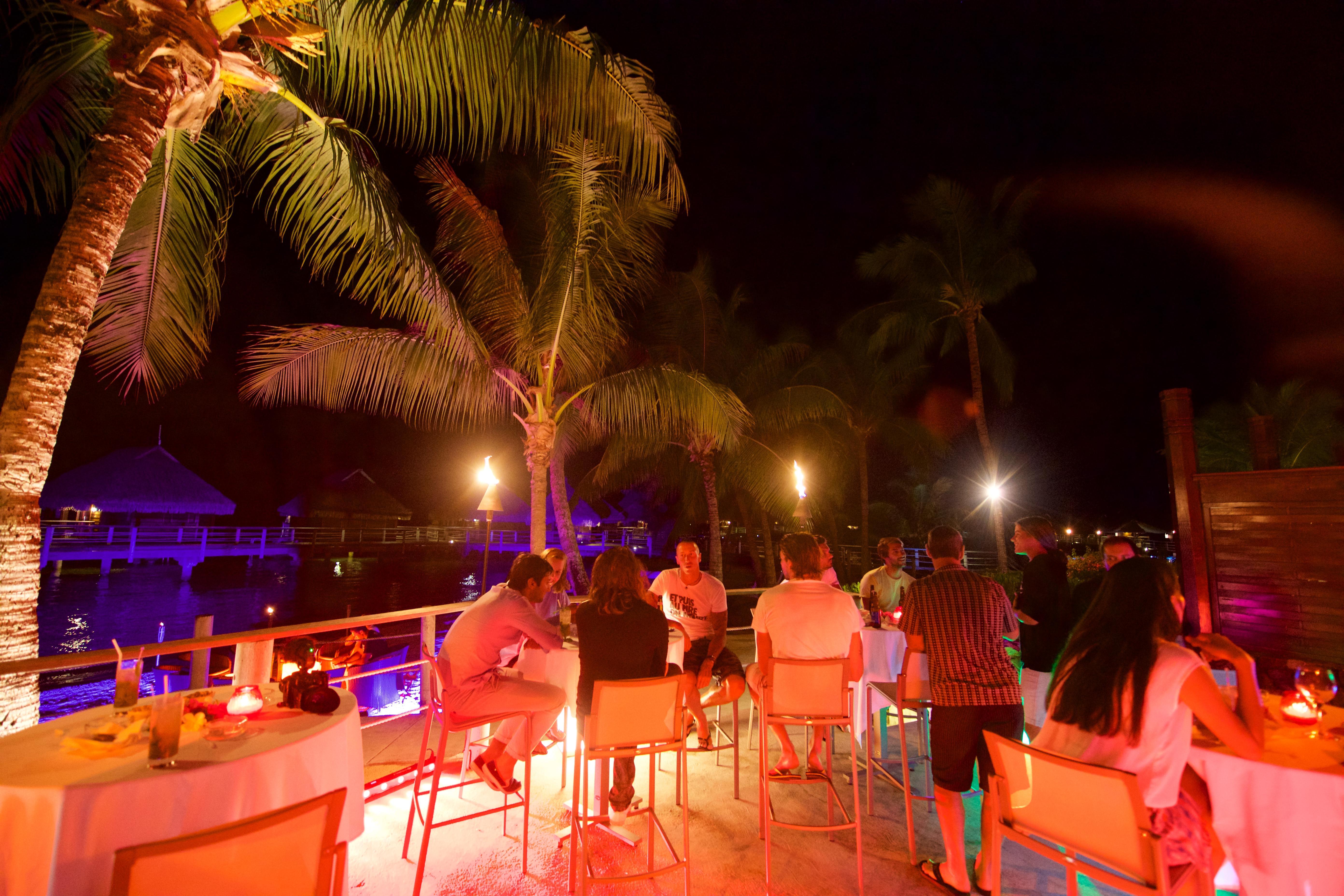 https://tahititourisme.de/wp-content/uploads/2018/03/RESTAURATION-Matahiehani-Lounge-Bar-featured_image-Tim_McKenna.jpg