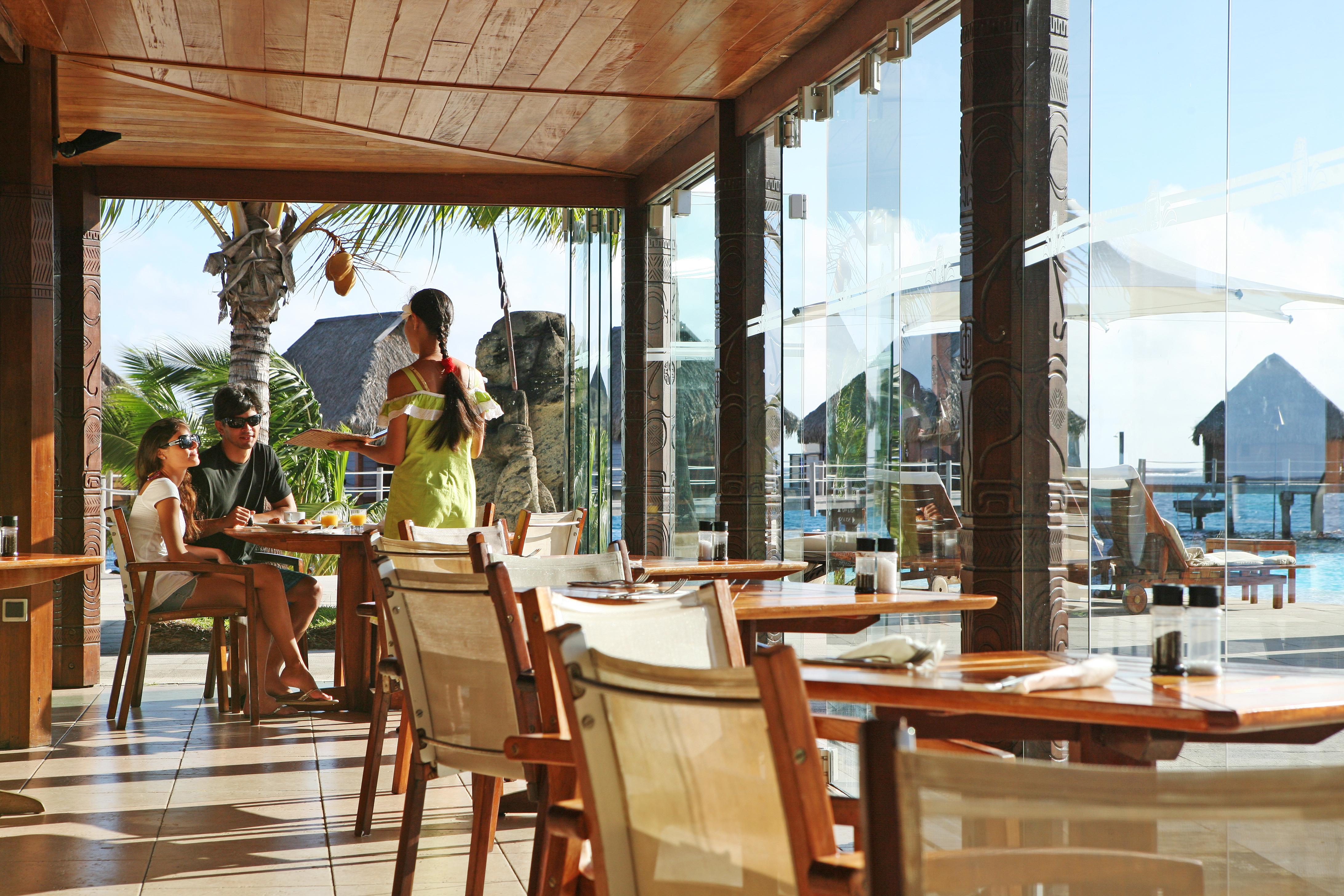 https://tahititourisme.de/wp-content/uploads/2018/03/RESTAURATION-Restaurant-Mahanai-3-Greg_LeBacon.jpg