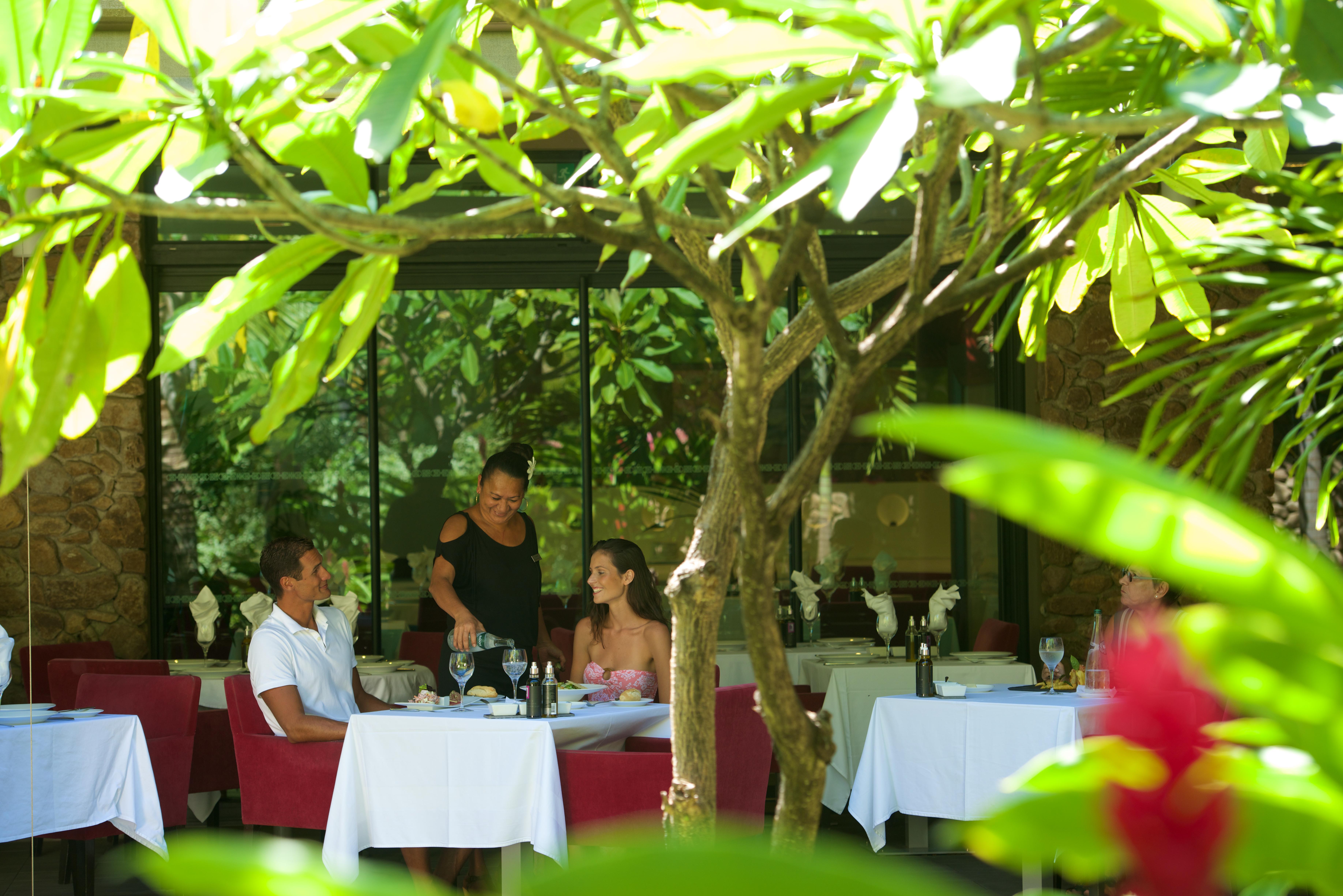 https://tahititourisme.de/wp-content/uploads/2018/03/RESTAURATION-Vaitohi-Restaurant-2.jpg