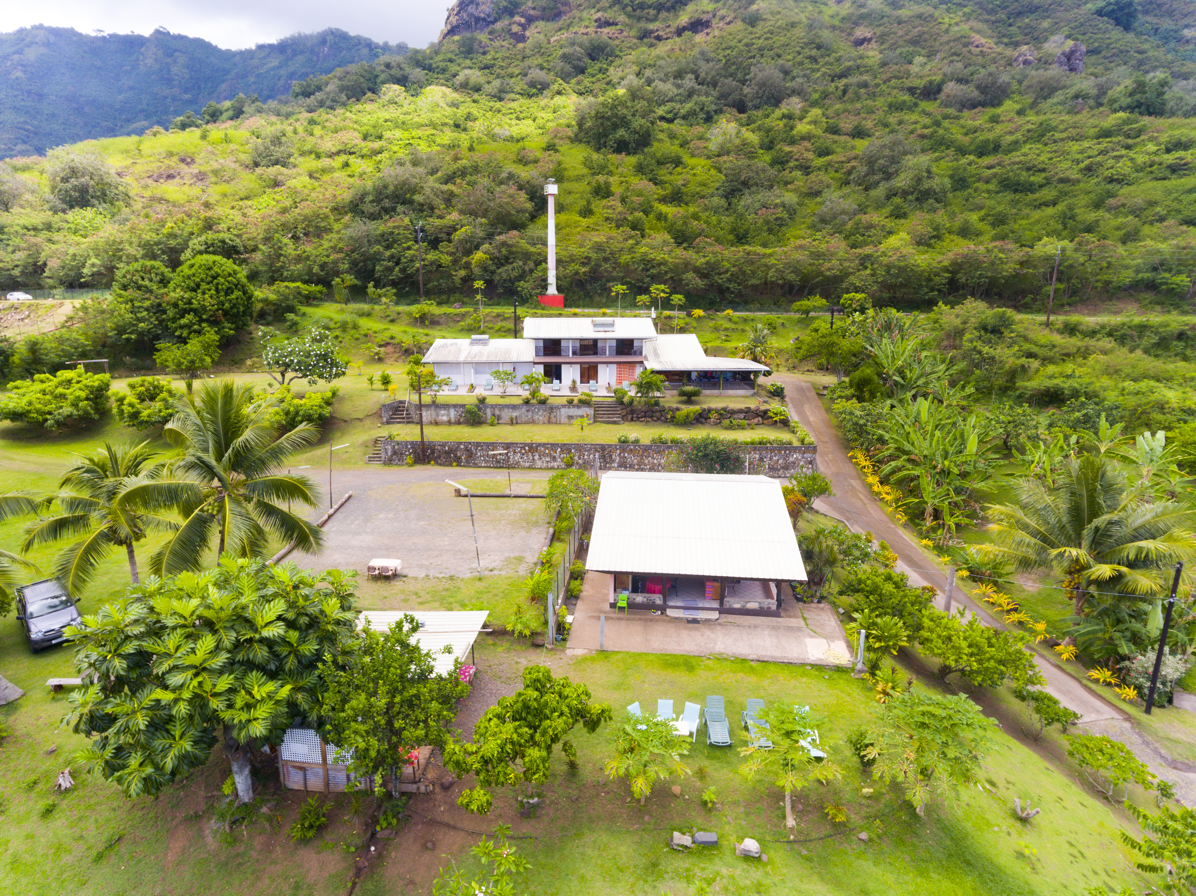 https://tahititourisme.de/wp-content/uploads/2018/07/NHV-Nuku-Hiva-Mave-Mai_Aerial-view-1.jpg