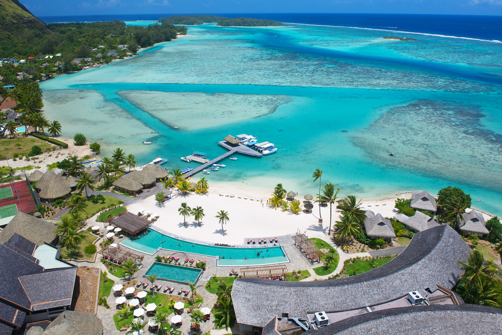 https://tahititourisme.de/wp-content/uploads/2019/04/v-islands-marketing_5811278479_IC-MOOREA-Aerial-view2.jpg