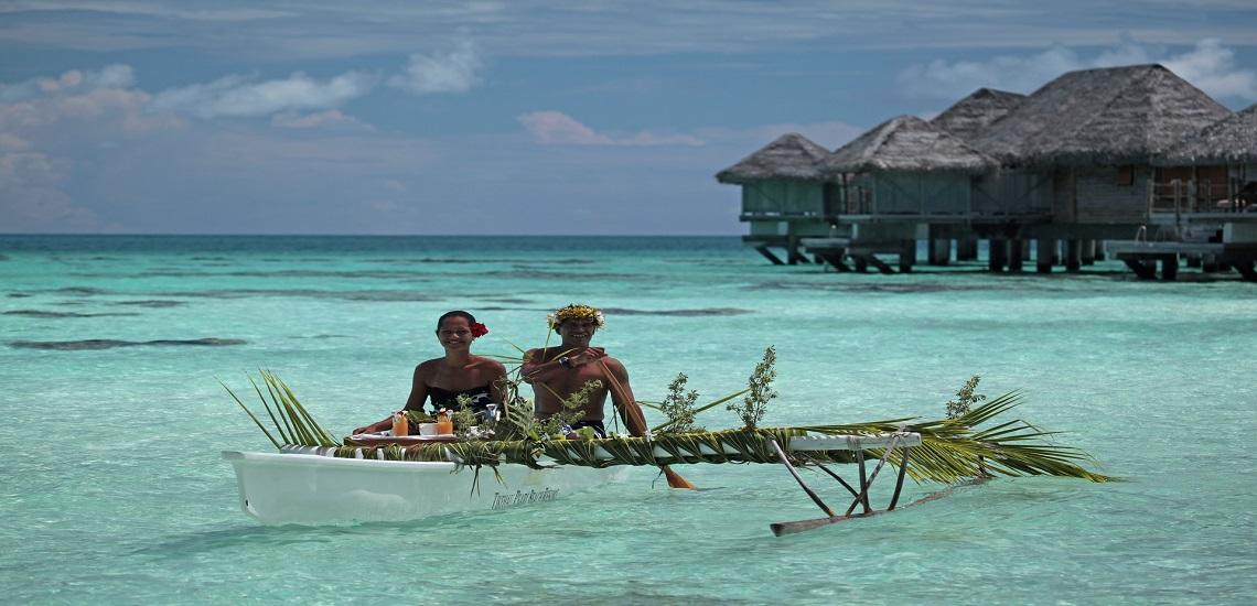 https://tahititourisme.de/wp-content/uploads/2020/11/Tikehau-Pearl-Canoe-breakfast.jpg