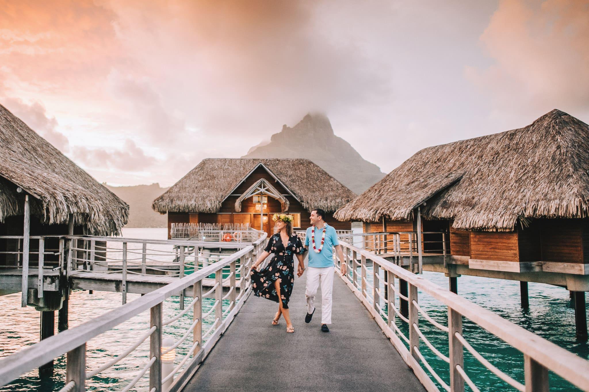 https://tahititourisme.de/wp-content/uploads/2021/04/Bora-Bora-Photographer-Honeymoon-Wedding-couple-10.jpg